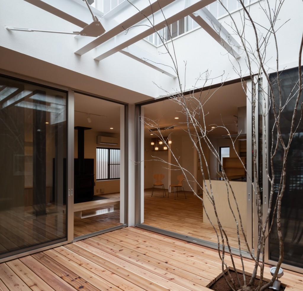 中庭を造る減築リフォームの家-エクステリア
